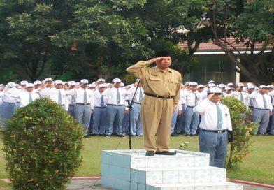 UPACARA BENDERA SMA NEGERI 2 BANGUNTAPAN – PEMBINA Drs. H. Suwito